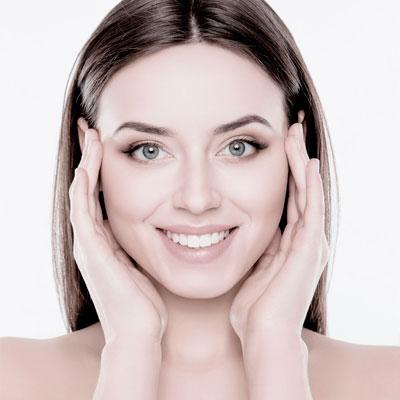 Chica gama suiza limpieza facial